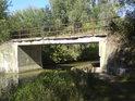 Podjezdy pod mosty jsou řešeny po celém toku Baťova kanálu velice podobně, jako je to ve Strážnici.