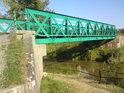 Železniční most přes Baťův kanál pod výklopníkem na trati Veselí nad Moravou – Rohatec.