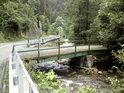 Silniční most přes Moravu asi 1 km proti proudu od obce Vlaské.
