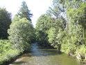 Řeka Morava si to míří na Rudu nad Moravou.