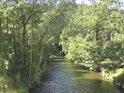 Poněkud zklidnělý tok řeky pod Rudou nad Moravou.