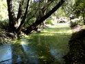 Toho času stojatý vodní tok, jakési dlouhé slepé rameno říčky Rudava, nedaleko jejího vyústění do řeky Moravy  mezi obcemi Malé Leváre a Gajary.