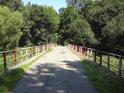 Most přes Moravu v přírodní rezervaci Litovelské luhy je součástí cyklotrasy.