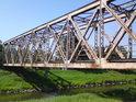 Železný železniční most přes Moravu v Litovli.