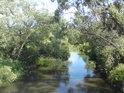 Morava přitéká od Lukavice k Mohelnici a Moravičanským jezerem.