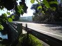 Málokdo z řidičů, který přejede most po silnici I/55 přes Moravu vnímá most jinak, než součást této cesty. Ovšem i most lze vidět z úplně jiného úhlu pohledu.