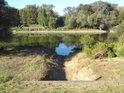 Vyústění odvodňovací stoky do řeky Moravy v Záhorské Vsi.